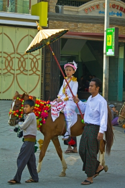 In Mandalay we were lucky to stumble upon a novitiate procession - young nuns on the way to the temple. Their costumes were stunning.